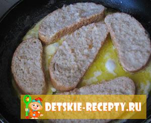 жареный хлеб с яйцом