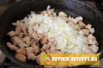 куриное мясо и лук