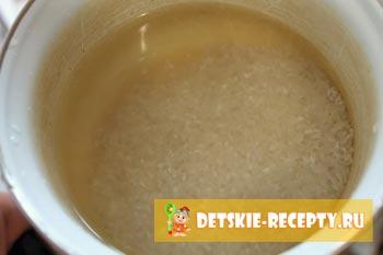 рис в кастрюле с водой