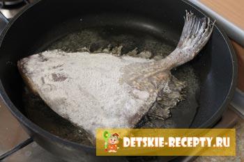обжариваем рыбу палтус