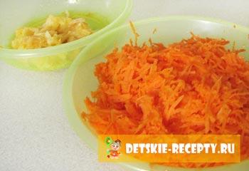 натертые морковь и яблоко