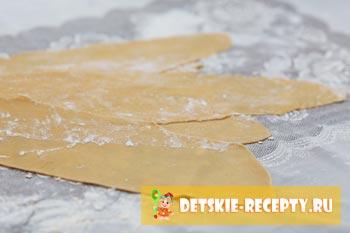 раскатанное тесто для лапши