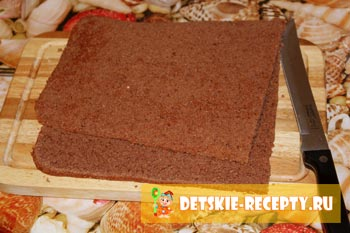 разрезанный корж для торта