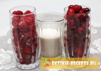 ягоды и сахар для компота