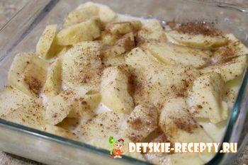 яблочный пудинг с сухарями