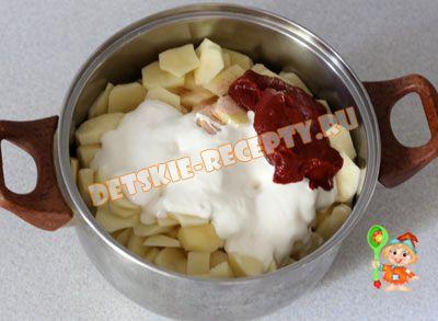 картошка со сметаной и томатной пастой