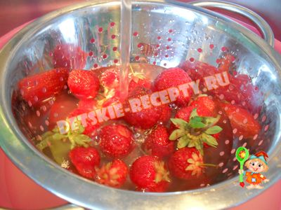 десерт из творога и клубники