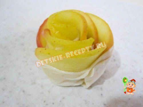 розочки из яблок и слоеного теста