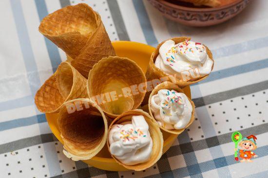 вафельные трубочки с заварным белковым кремом