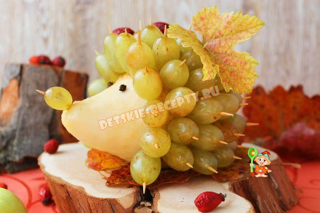 ёжики из груши и винограда фото