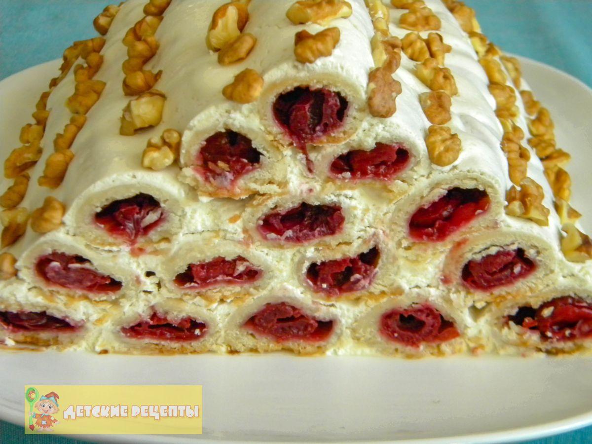 торт монастырская изба с вишней и сметанным кремом