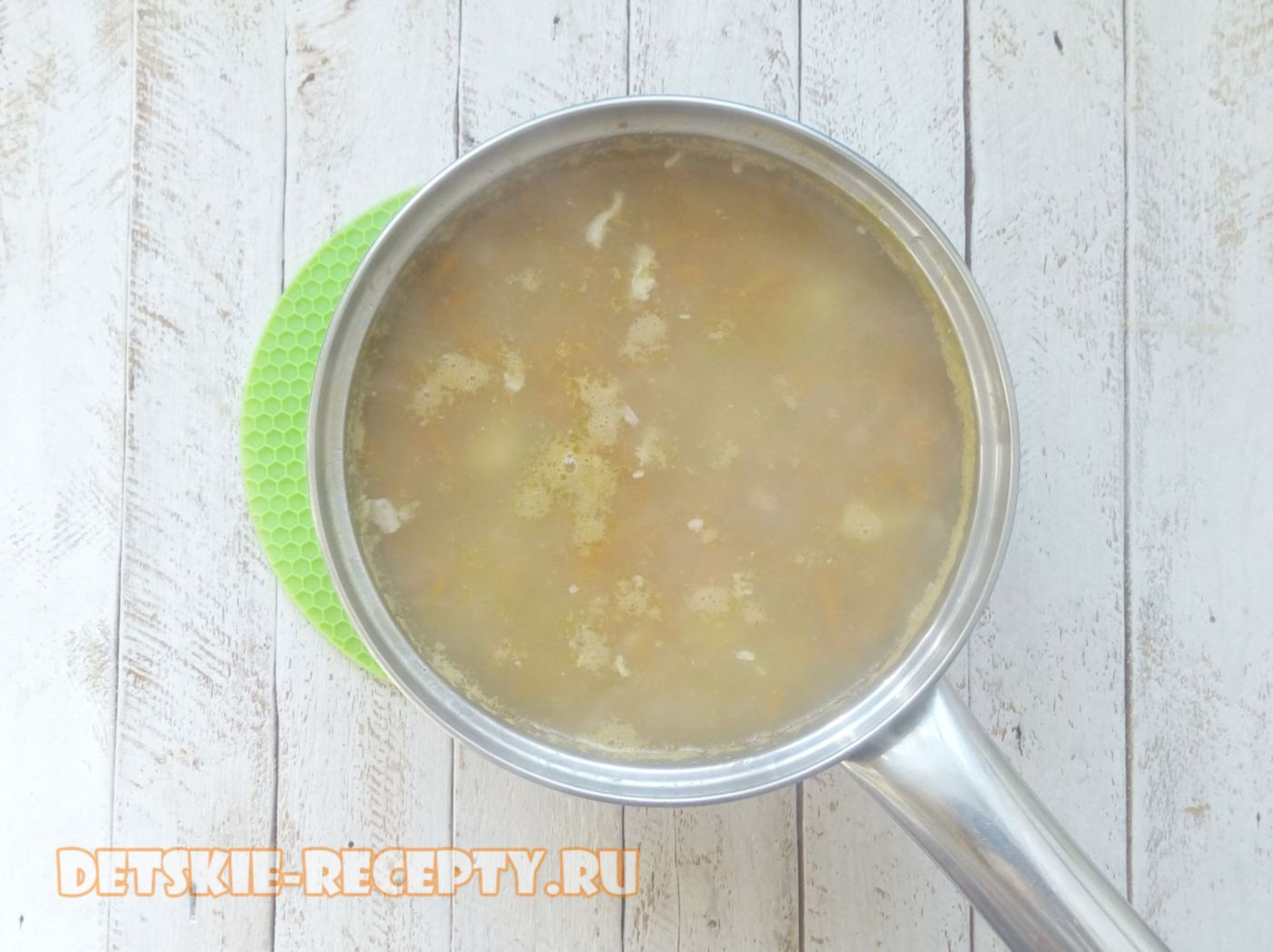 варим суп с сельдереем и курицей