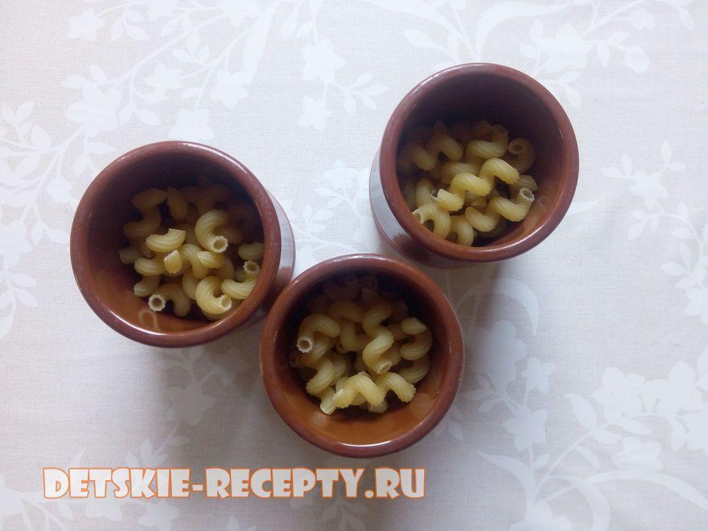 макароны в чашках