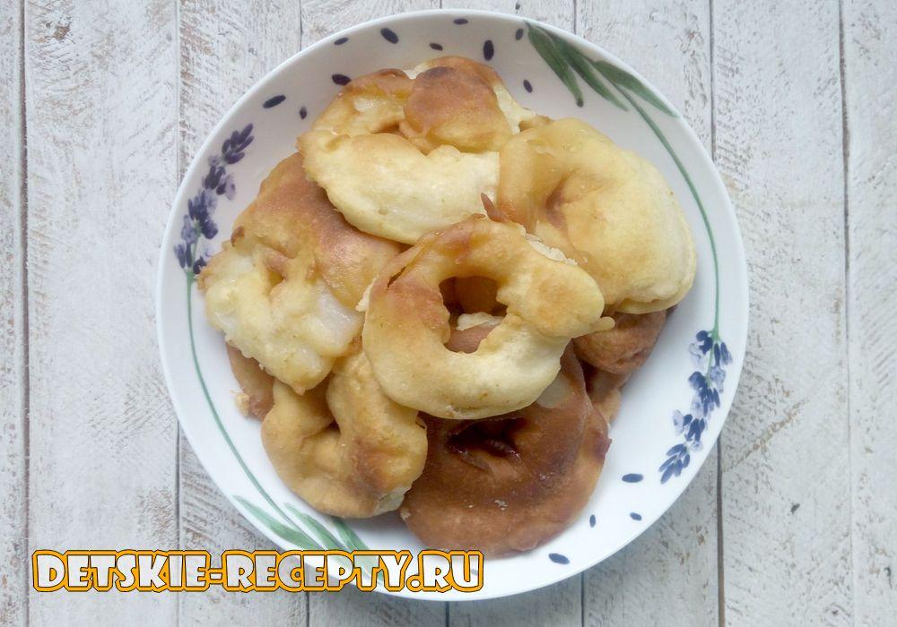 яблочные пончики на сковороде