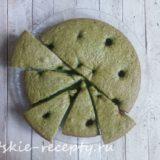заливной пирог с клубникой и зеленью