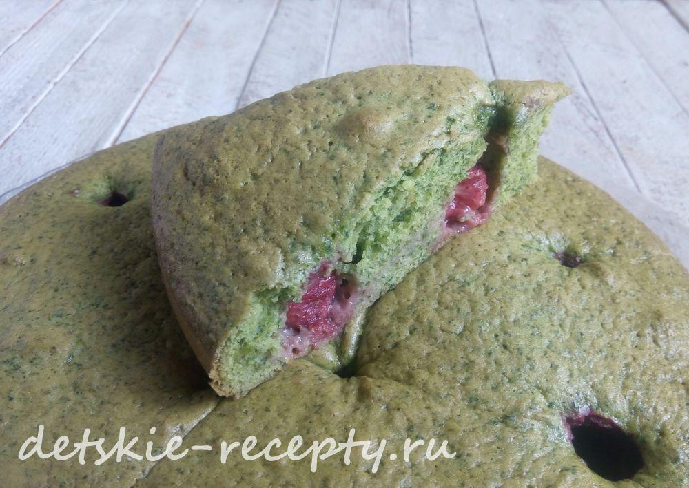простой пирог с клубникой и зеленью